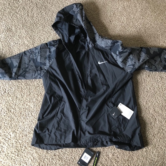 New with tags- Nike Light zip up jacket NWT 9cbfd0fe4